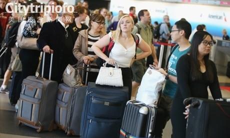 《区域管制中心遭纵火 芝加哥航班仍大量取消》