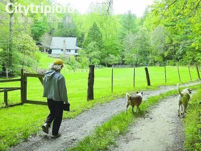 《美国体验农家乐 劳动大众享亿万富豪生活》