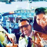 罔顾安全规定 印度飞行员热衷在驾驶舱内合影