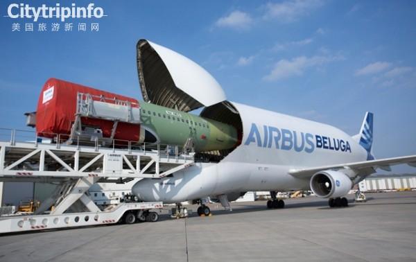 【美国旅游新闻网】2014年11月18日消息:综合外媒报道,当地时间周一,空中客车公司称,将建造新的5架A330大白鲸(Beluga)飞机,用以在欧洲各工厂之间帮助运输大部件。   新的大白鲸飞机将在空客A330的基础上制造,现有的5架大白鲸是在A300的基础上制造的(机翼、发动机、起落架、机身的低段是一样的)。第一架新大白鲸将在2019年中期开始服役,而现役的大白鲸飞机将陆续在2025年之前退休。   像它的前任们一样,新的大白鲸飞机将降低驾驶舱的位置,以扩展货仓结构,方便运输大的机身。   今年9