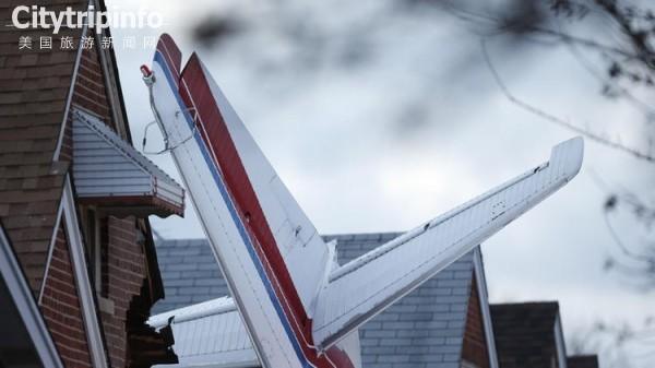 美国:小飞机出故障坠进民宅 飞行员身亡