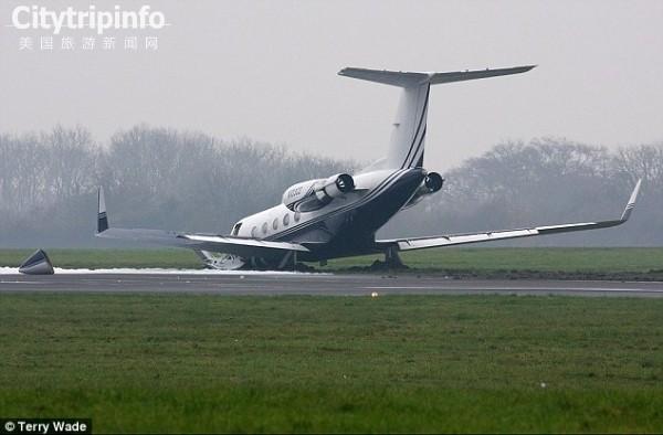 一公务机伦敦起飞时冲出跑道 起落架折断