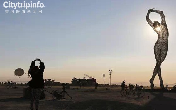世界上只存在8天的城市 在沙漠火焰中重生和毁灭