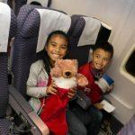 """美联航航班搭载儿童飞""""北极""""见圣诞老人"""