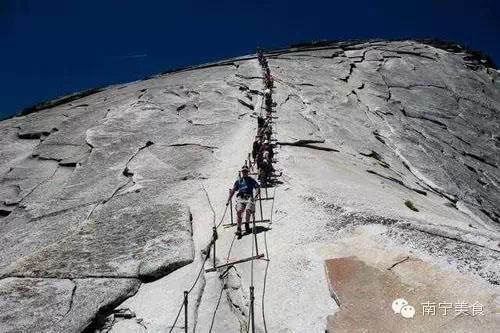 《游世界|脚软!世界最恐怖10大阶梯 不信你敢爬》