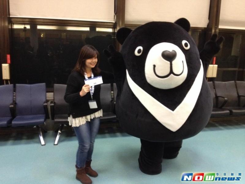 V Air威航首航泰国曼谷!旅客与威熊互比可爱