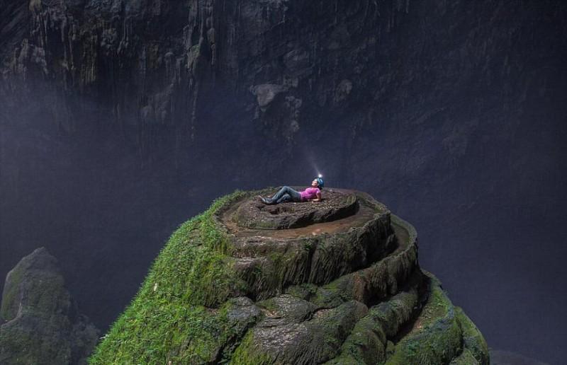 《自然奇观|探险家在越南发现大洞穴 内生雨林河道!》