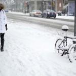 美国纽约百年暴风雪 影响机场航班取消