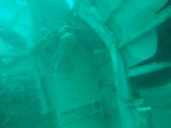 亚航残骸水下照片公布 黑匣子或埋泥沙中