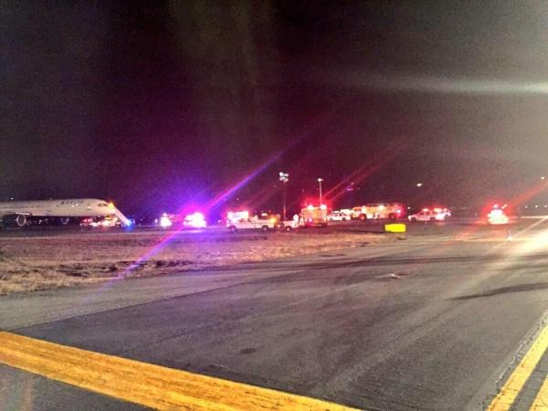 《达美客机收炸弹威胁后紧急疏散乘客 警方调查中》
