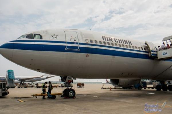 《老外体验国航商务舱:系统老旧 空乘英语难懂》