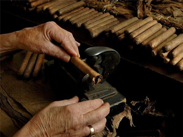 """《美国的""""雪茄之都"""" 探访美丽的""""小古巴""""》"""