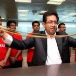 迪拜迎购物节打造全球最长金链 长度5千米(图)