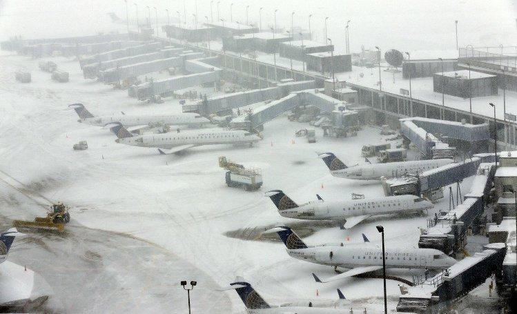 《2015年暴风雪取消航班 航空公司损失2亿美金[新年礼物]》