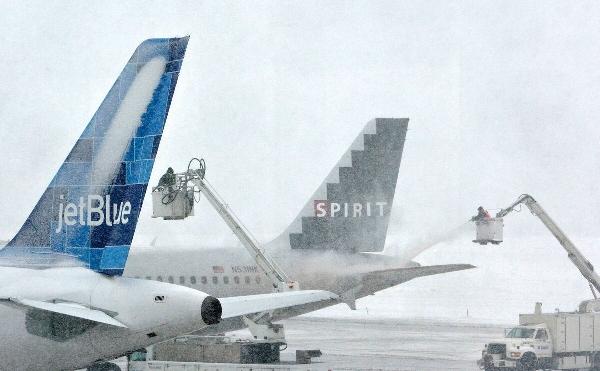 《冬季飞机除冰效率低不环保 新系统或将问世》