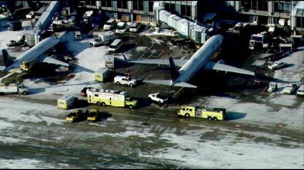 《175名乘客耳鸣恶心 美联航客机紧急降落》