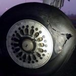 印度客机着陆时轮胎爆裂 无人受伤