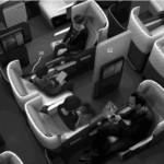 """经济舱新睡姿?波音发明""""拥抱座椅"""""""