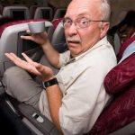 """""""狗都比乘客有权"""" 飞机座椅间距缩水引抨击"""