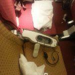 印度醉酒旅客要酒喝被拒 怒砸飞机座椅扶手