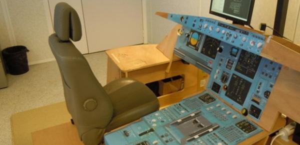 《省钱省时 用宜家理念设计模拟驾驶舱》