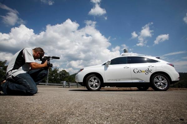 《谷歌瞄上无人驾驶客机 扩大自动飞行范围》