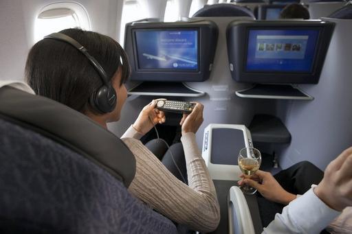 《美联航因机上电视直播问题遭千万诉讼》