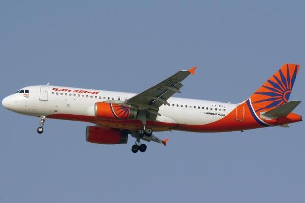 满身酒气过安检 印度航空机长起飞前被抓正着