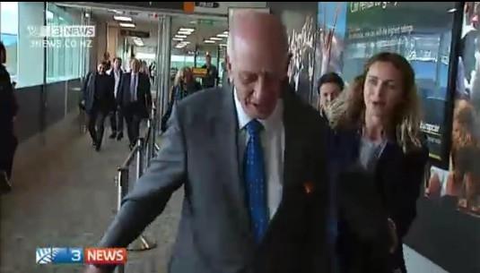 新西兰地产大亨不听安全指示被赶下飞机