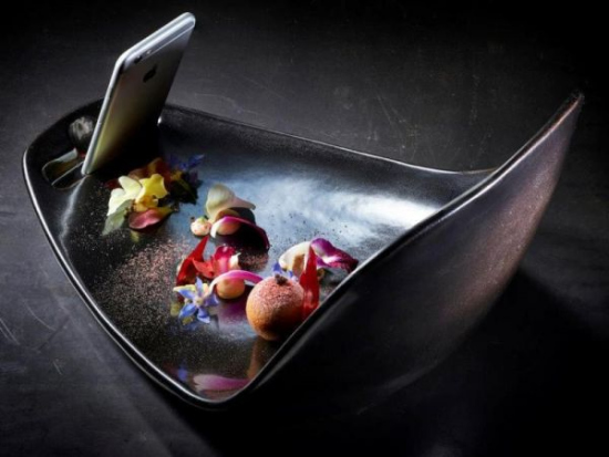 《以色列餐厅推美食拍照服务 帮顾客拍得更美(图)》