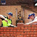 英国搬砖年薪48万 你可以辞职去看世界了
