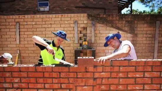《英国搬砖年薪48万 你可以辞职去看世界了》