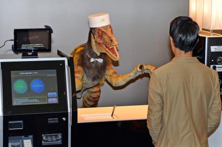 《日本超酷炫酒店:恐龙当前台 无人机送餐》