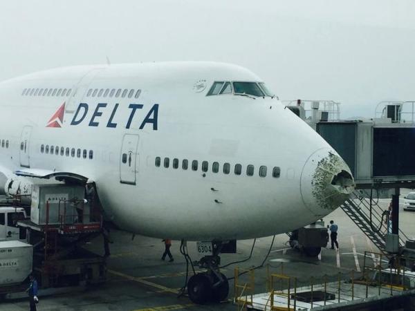 达美航空747在中国领空遭冰雹袭击受损