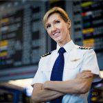 绿叶丛中一点红 全球商业女飞行员比例仅3%