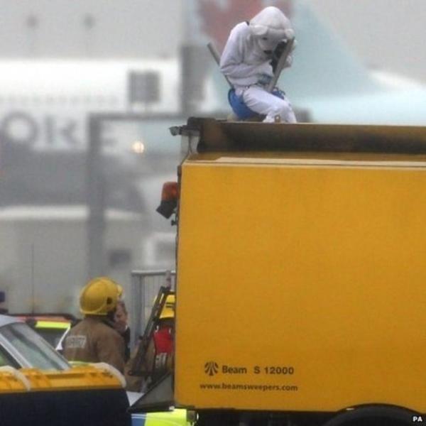 反对希思罗扩建 抗议者破开机场栅栏进入跑道