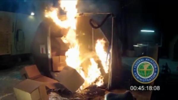《波音警告锂电池货运存巨大风险 或引发火灾》