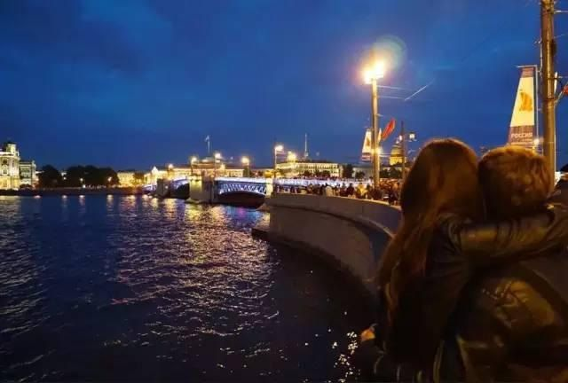 《圣彼得堡:一个古老城市的青春礼赞》
