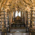 捷克吓死人景点 骷髅堆砌的教堂