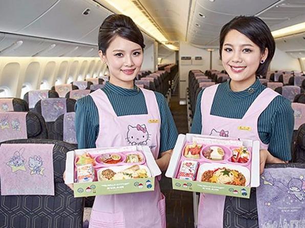 《乘坐Hello Kitty主题航班是怎样一种萌萌的体验》