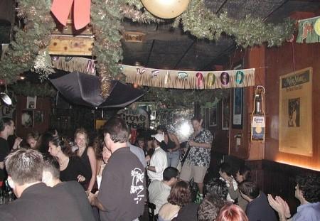 Arthur's Tavern爵士酒吧有现场爵士与蓝调音乐,无需另外付费。(Wiki Commons)