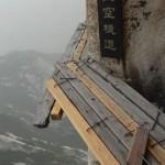在中国有一条用木板架起的栈道 你敢去吗?