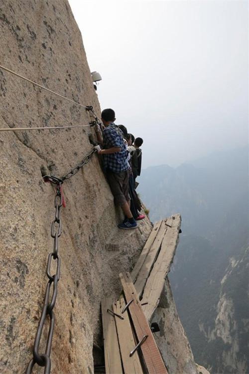 看着就腿软 华山有条世界上最危险的栈道
