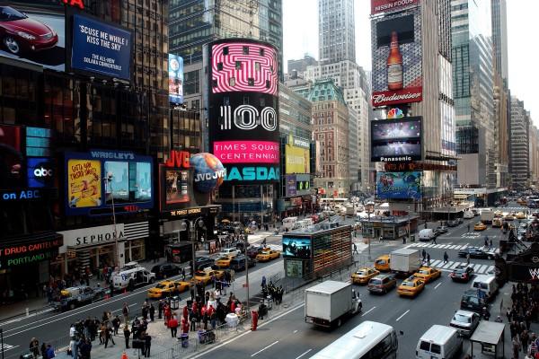 时代广场是游客造访纽约时的必访之地,但除了曼哈顿外,布碌崙、皇后区,甚至布朗士还有周围的几个岛上都有不错的景点。 (Stephen Chernin/Getty Images)