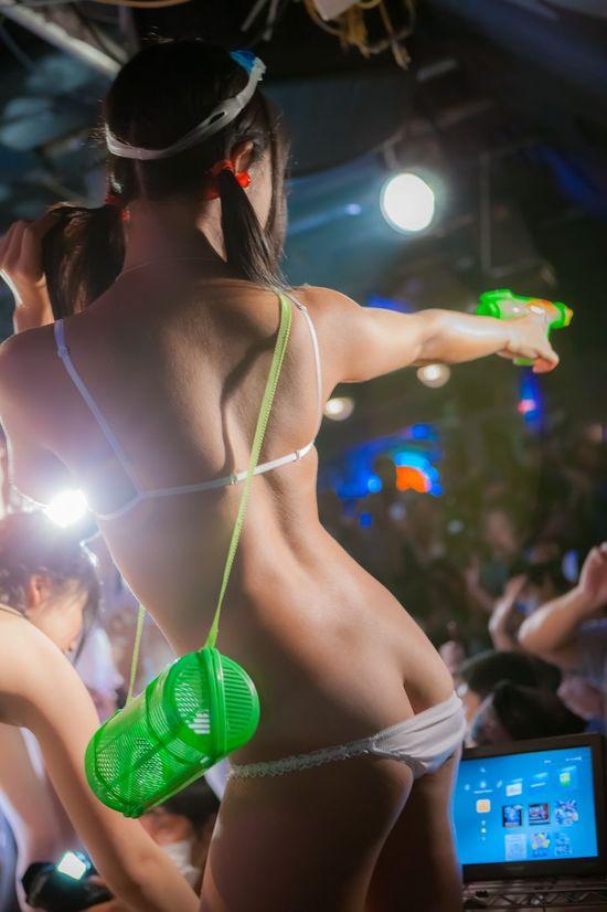 《日本旅游新玩法低腰聚会》