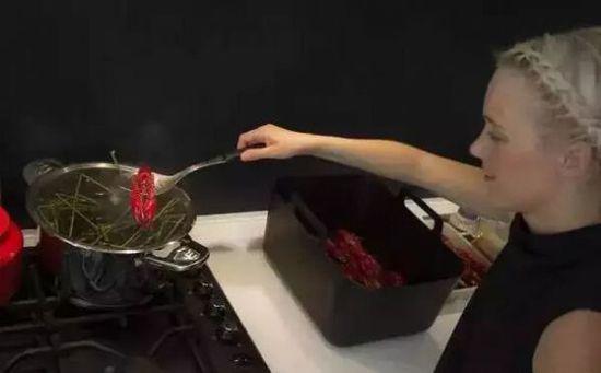 《芬兰人也爱吃小龙虾!》