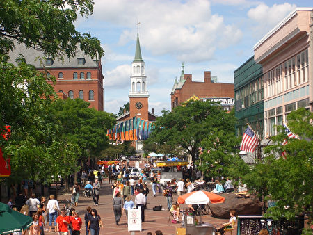 伯灵顿(Burlington)。( Church Street Marketplace /Flickr)