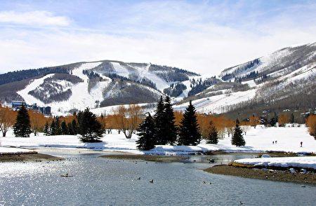 犹他州滑雪胜地——帕克城冬季雪景。(GEORGE FREY/AFP/Getty Images)