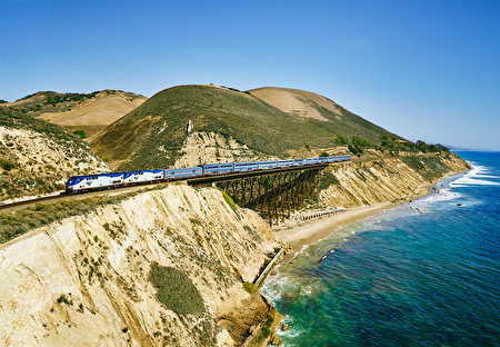 生活的浪漫景致,一切尽在旅途中。(Amtrak提供)