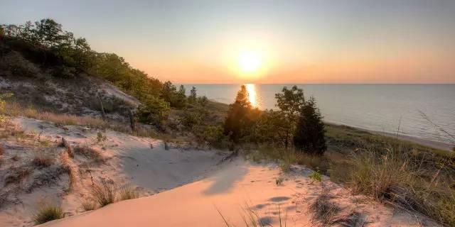 《美国五大湖区官方旅游指南》